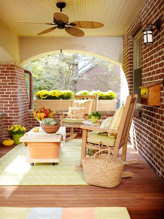 Check out the porch table.  I think even I could put together something that simple.  How clever!Coffe Tables, Summer Porches, Porches Enclos, Outdoor Living Spaces, Side Porches, Back Porches, Patios, Flower Boxes, Front Porches