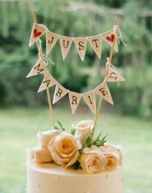 I am not usually a bunting fan - but how gorgeous is this rustic cake topper bunting? I love it! www.sweetaromadesign.com