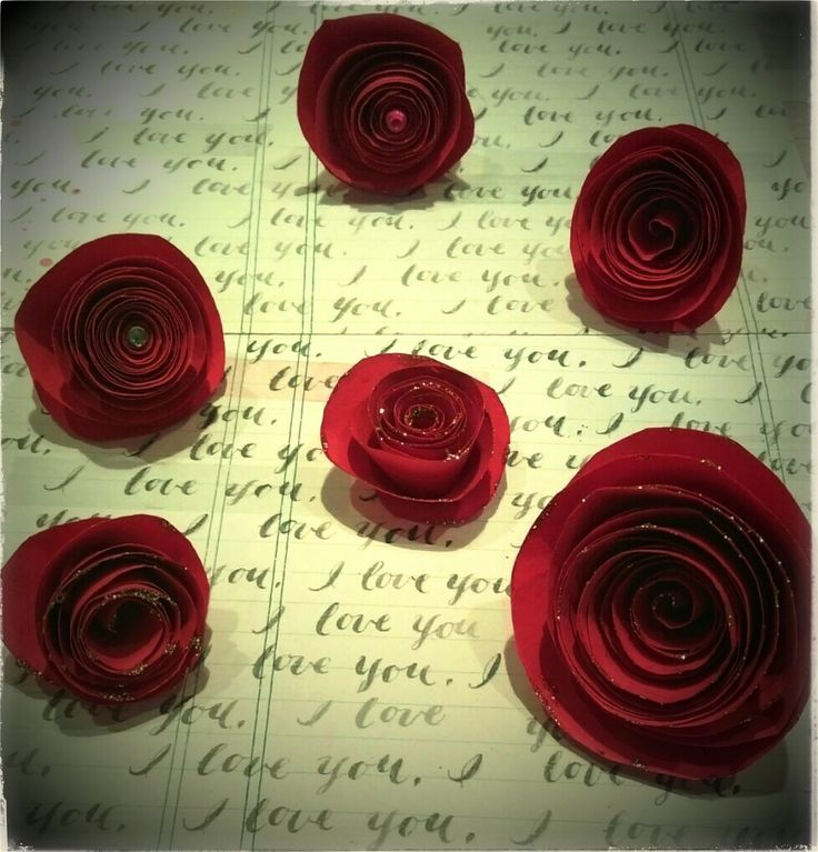 Paper Roses -- These modern rolled flowers are super easy and quick enough to put together a whole bunch