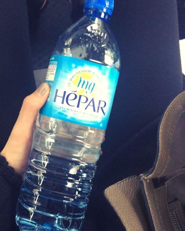 @mikko1104 @hepar_official_jp のお水を最近飲み始めました。  硬水が飲めないタイプだったけどこの子はなかなか飲みやすい。  ミネラルも取れるしサプリメント変わりに取ったり、毎日というより私は2日に一本とかのペースで飲んでます。  偏りすぎず、軟水も硬水も飲むのが今の気分。  #エパー #hepar #硬水 #超硬水 #ミネラルウォーター  #超硬水エパー