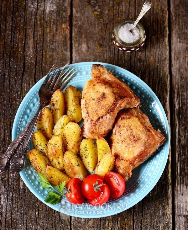 Курица с молодой картошкой в духовке