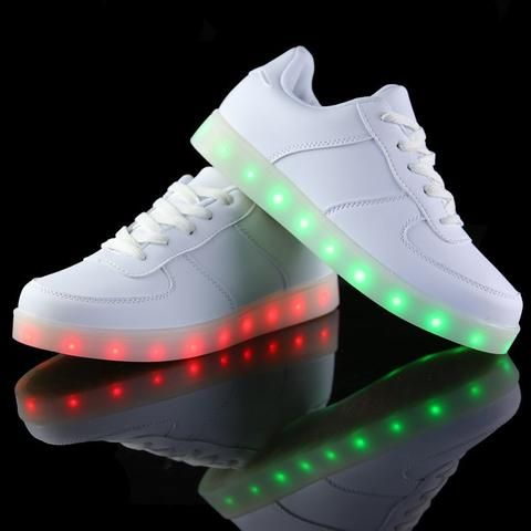 Hvite lave LED sko -   LED-skoene finner du i nettbutikken ledtrend.no. Prisene på ledskoene varierer fra 599-, og oppover, GRATIS frakt på alle varer. Vi har mange forskjellige LED-sko, ta en titt da vel? på: www.ledtrend.no