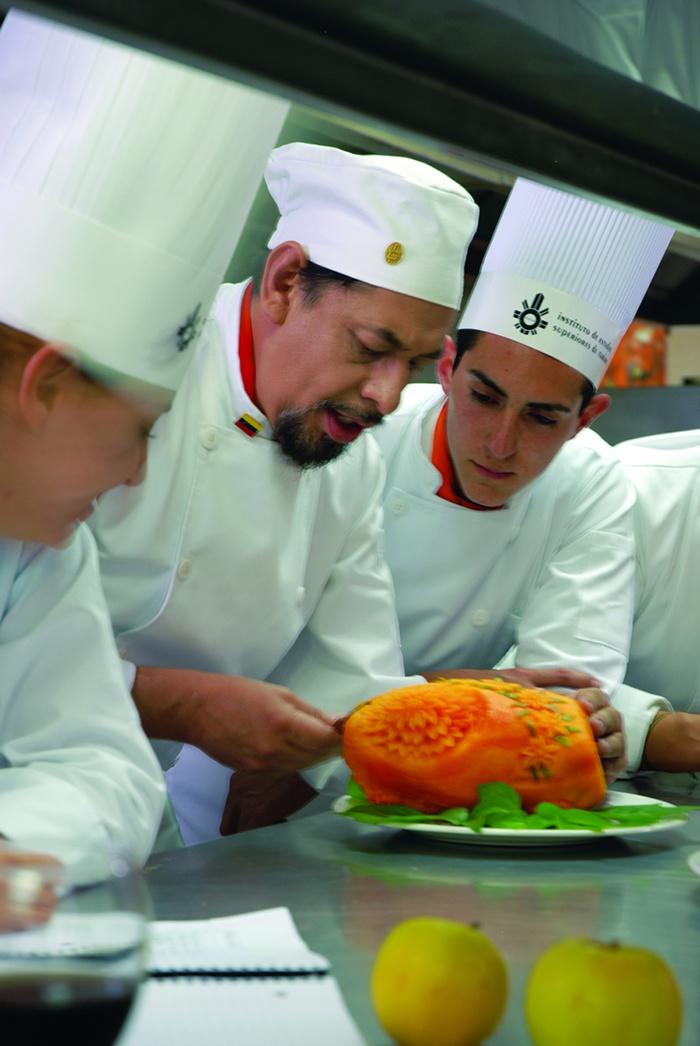 Clases de Gastronomia en México  http://iestur.edu.mx