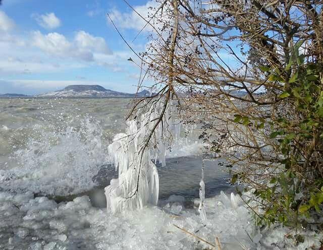 Winter  Lake Balaton  in Ungarn