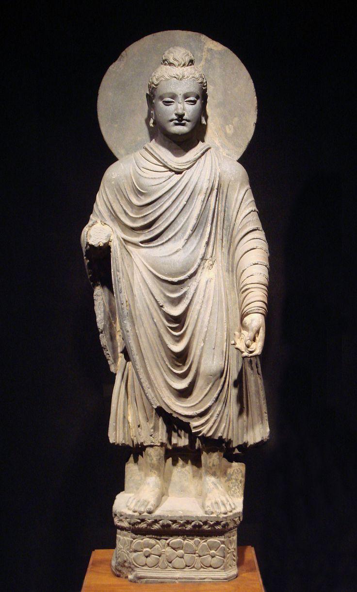 Buda de pie con un halo, 1ro-2do siglo AD (o anterior), el arte greco-budista de Gandhara.