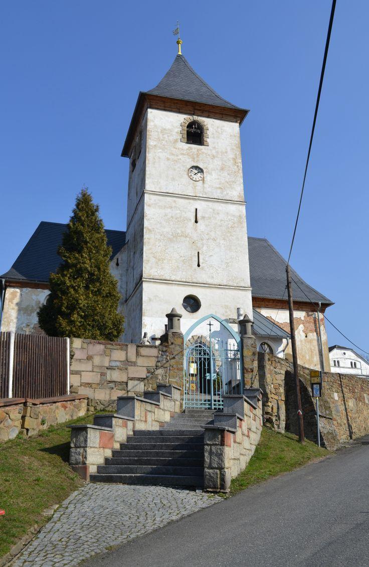 Farní kostel sv. Trojice v Rduni (okr. Opava). Zdejší nádherně vyzdobená rodinná hrobka katol. rodu Tvarkovských z Kravař byla r. 1621 vyplněna vojáky krnovského knížete, kt. záhy podlehli diverznímu útoku valonské císařské jízdy.