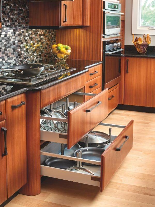 Организованные выдвижные ящики для кухни