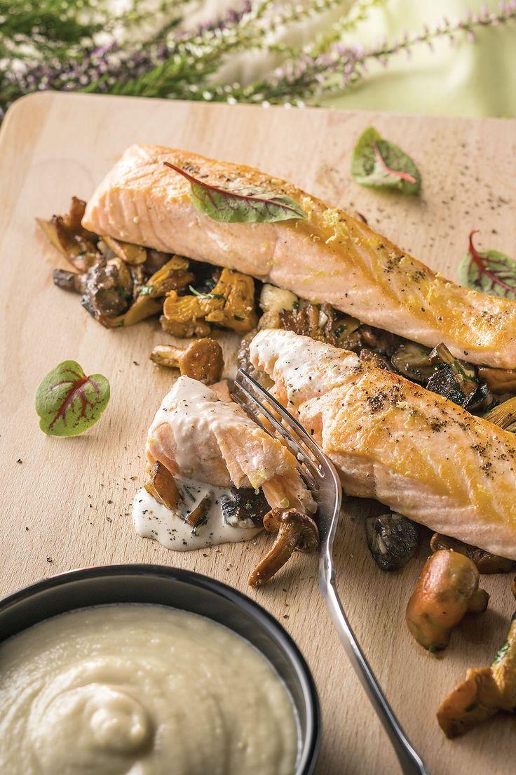 Łosoś w sosie z anchois na ragoût grzybowym z purée z cebuli fot. Łukasz Zandeck, przepis: http://www.weranda.pl/styl-zycia-new/przepisy-kulinarne/losos-w-sosie-z-anchois-na-ragout-grzybowym-z-puree-z-cebuli #przepis #łosoś
