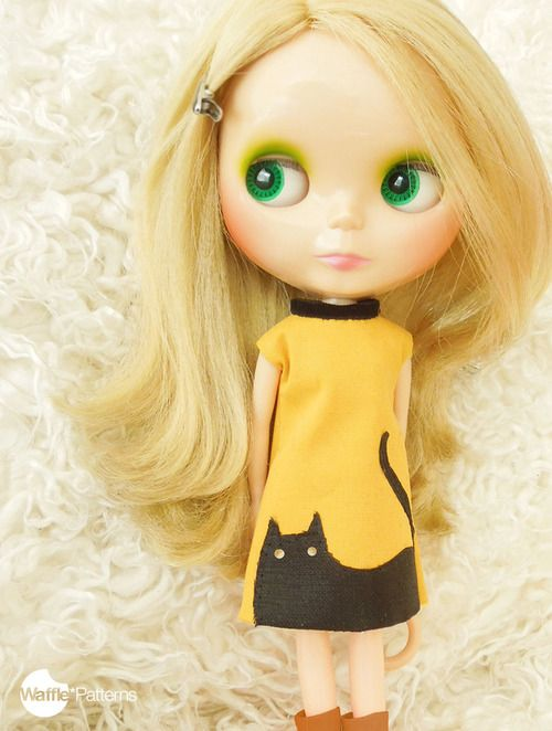 Kitty Shift dress for Blythe with free pattern