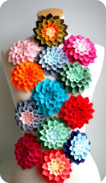 felt flower tutorial -- would be cute using colors varying from white-blue-black