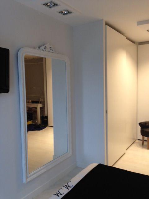 Detalle del espejo del dormitorio...con el vestidor al fondo.