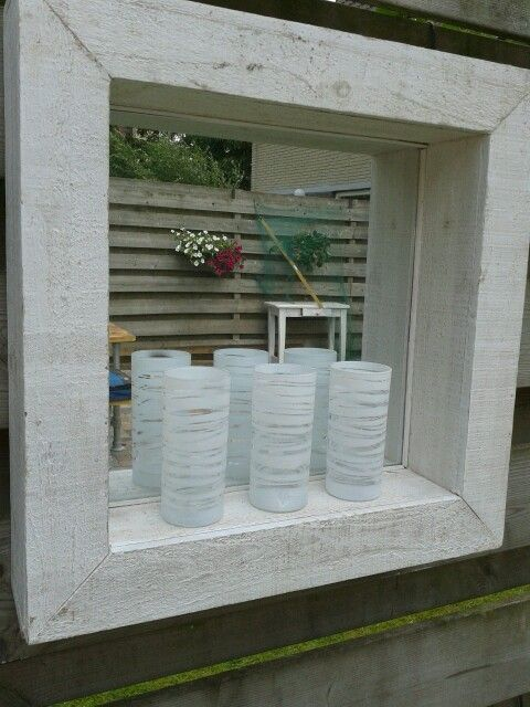 Spiegel voor in de tuin met zelfgemaakte waxinelichtjes for Decoratie vlinders voor in de tuin