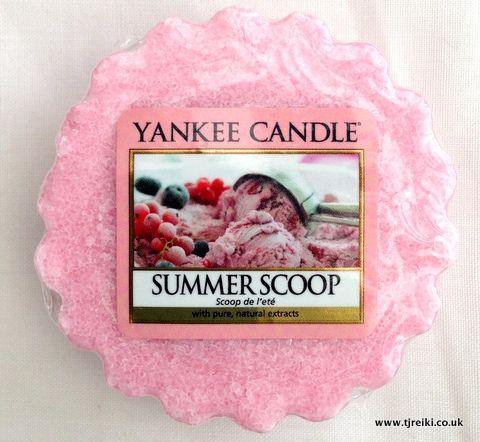 Yankee Candle Summer Scoop Wax Tart : très gourmand et sucré. Parfum intense.