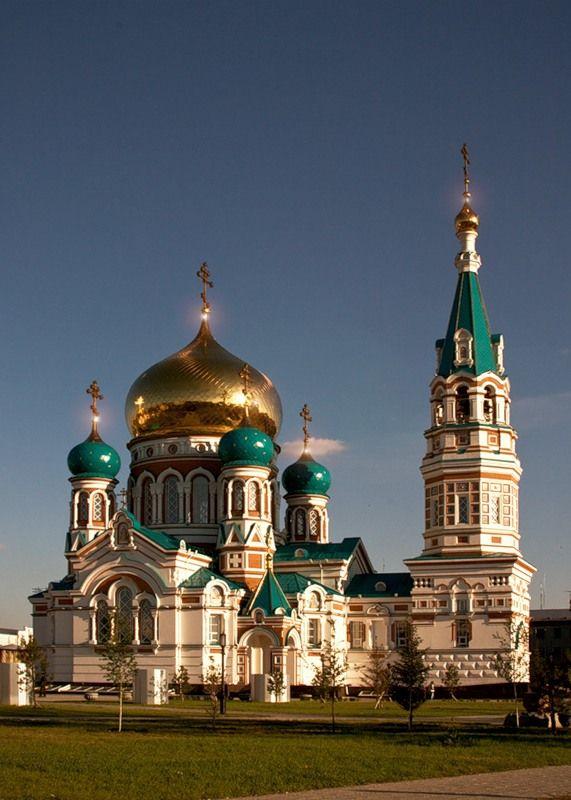 Главной достопримечательностью Омска безусловно является Успенский кафедральный собор. В 1935 г. собор был вараварски взорван,а на его месте был парк..и лишь в 2007 г. храм был восстановлен в своём былом великолепии..