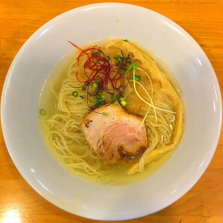 鶏清湯塩〜鮭節と共に〜。��✨Clear Soup based on chicken bone broth Sio Ramen with dried chum salmon. 天国屋@成瀬 佐々木さん監修の限定ということでホイホイされました �� #ramen #中華そば #ラーメン #らーめん #神奈川 #横浜 #黄金町 #鶏源 #129杯目 #ラーメンインスタグラマー #ラーメンパトロール #らーめん部 #麺スタグラム #ラーメン好きな人と繋がりたい #foodpic #foodgasm #foodstagram #ramennoodles #麺 #麺活 #japanesenoodle #japanesefoods #japanesecuisine #instaramen #iloveramen #yummy #限定ラーメン http://w3food.com/ipost/1513746065261924325/?code=BUB6Aa0FQ_l