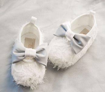 bawełniane buciki niemowlęce z niebiesko szarymi kokardkami