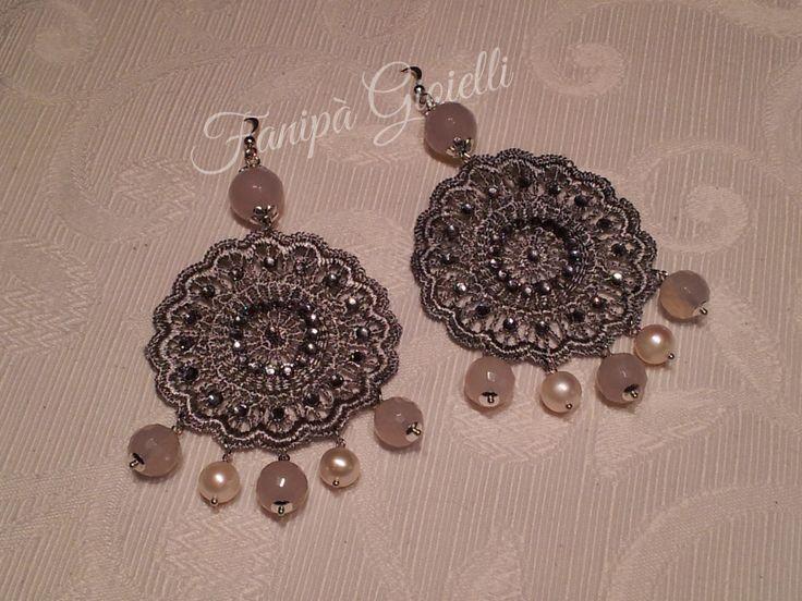 Orecchini Fanipà Gioielli realizzati in argento, con agata color latte e perle biwa. Perfetti nelle occasioni più eleganti !!