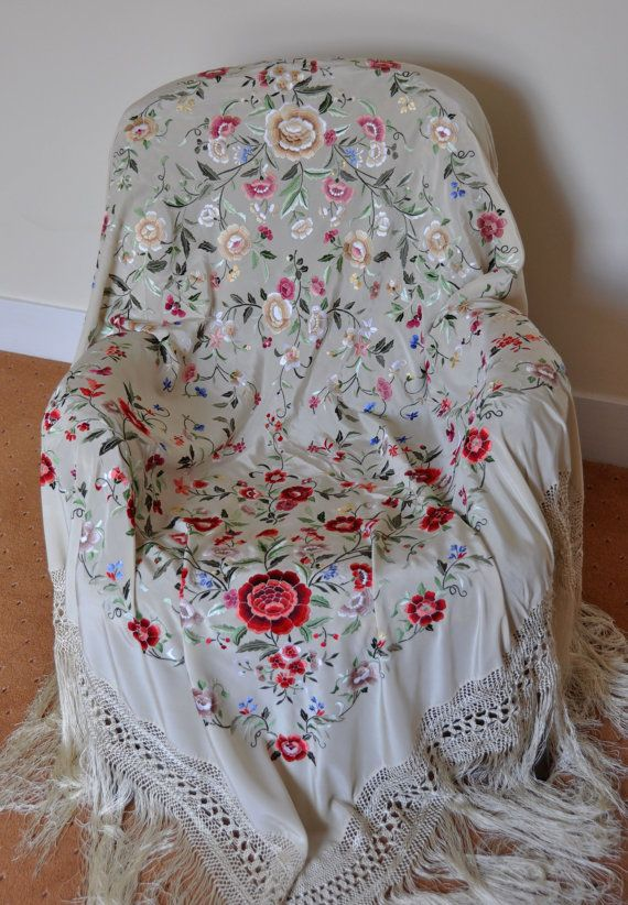 Mantón bordado piano mano coleccionable mantones