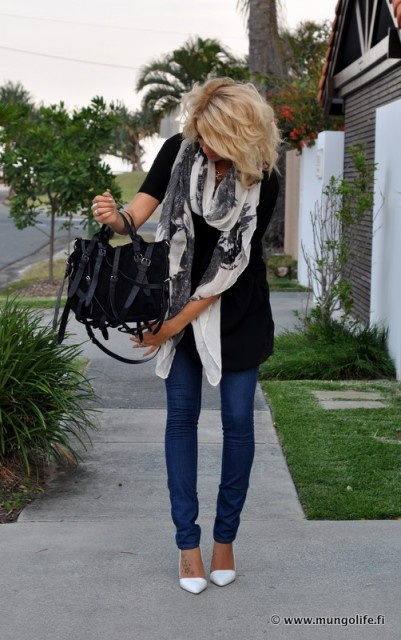 : White Pumps, White Shoes, White Flats, Skinny Jeans, Black And White, Outfit, Black White, White Heels, Black Sweaters