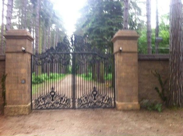 vampire academy blood sisters pictures | vampire academy blood sisters set photos vampire academy blood sisters ...