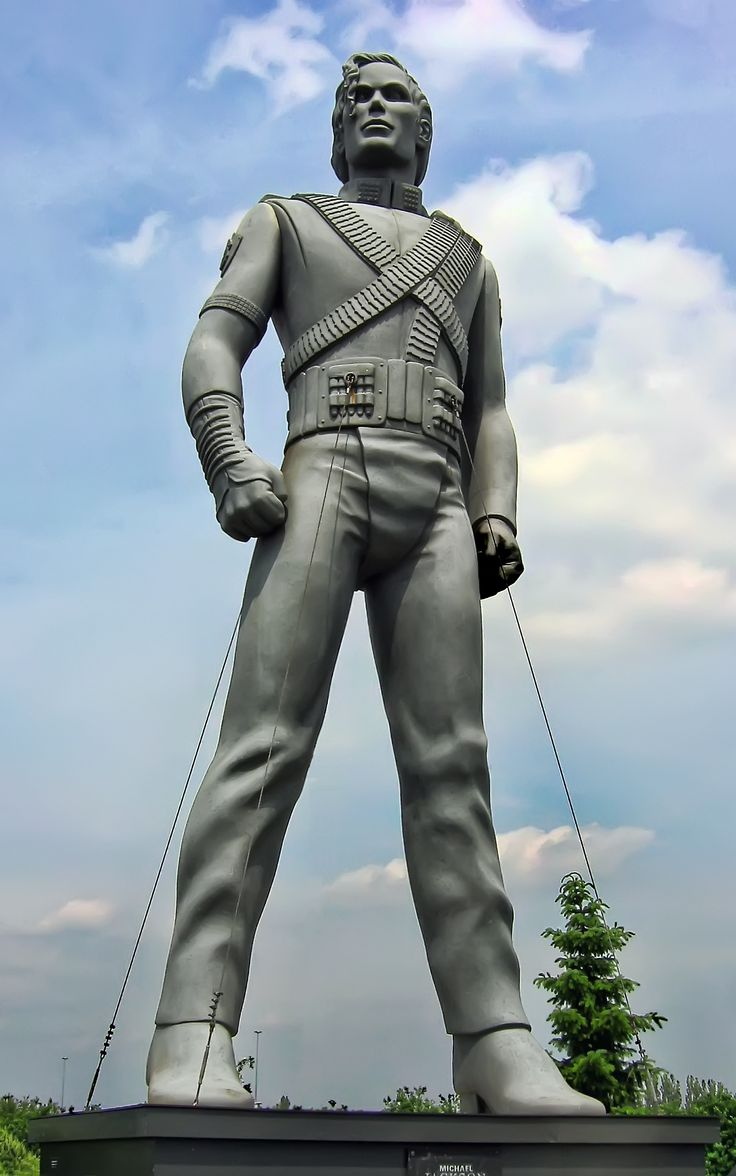 One of nine 32-foot statues placed strategically around #Europe to promote #HIStory Photo from #MakingMichael, the new biography on the career of #MichaelJackson, which is available now #MJ #MJFAM #moonwalker #KingOfPop #applehead