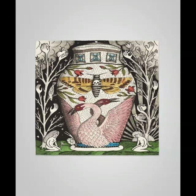 @gucci menginterpretasikan motif di koleksi runway spring/summer 2017 ke dalam koleksi scarf klasik. Terdapat dua motif yakni satu bergaya whimsical hasil kolaborasi Gucci dengan seniman Jayde Fish yang terinspirasi dari ilustrasi kartu tarot. Sementara opsi yang lebih bergaya kontemporer datang dari motif Gucci Wallpaper yang menampilkan repetisi motif kubus dalam warna vivid. Paired with your white shirt or tied in your handbag strap voila you look chic yet artsy. #ELLEPicks ( Sr. Fashion…