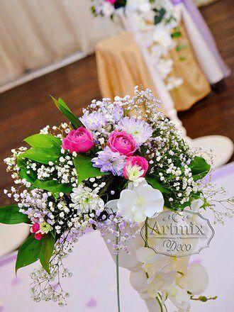 Живые цветы на свадебной церемонии