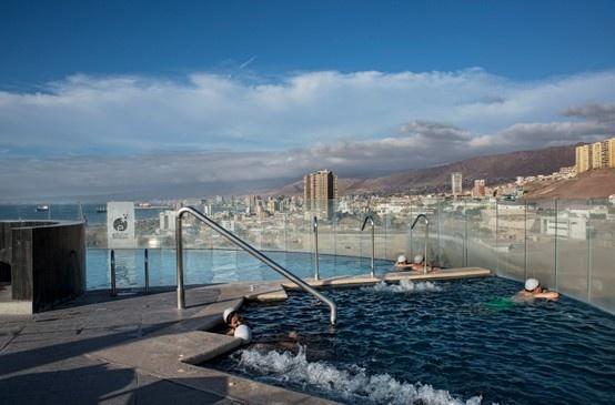 La bonita vista desde la piscina del spa de Enjoy Antofagasta.