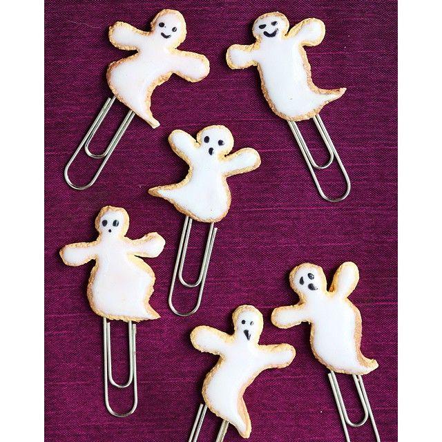 Halloween Ghost Cookies Paper Clips #SmallIdea #MiniatureArt #MiniatureFood #PolymerClay #PaperClips #GhostCookies #HalloweenCookies