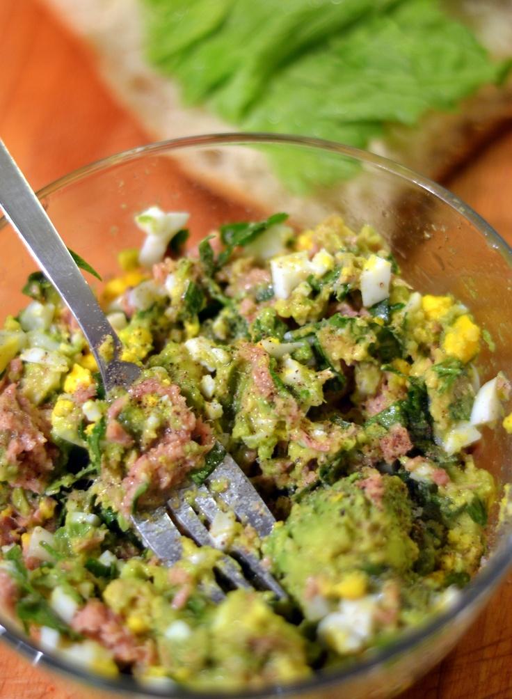 Pasta z tuńczyka z awokado i jajkiem / Tuna paste with avocado and egg     http://fusionpassion.blogspot.com/2013/02/pasta-z-tunczyka-z-awokado-i-jajkiem.html
