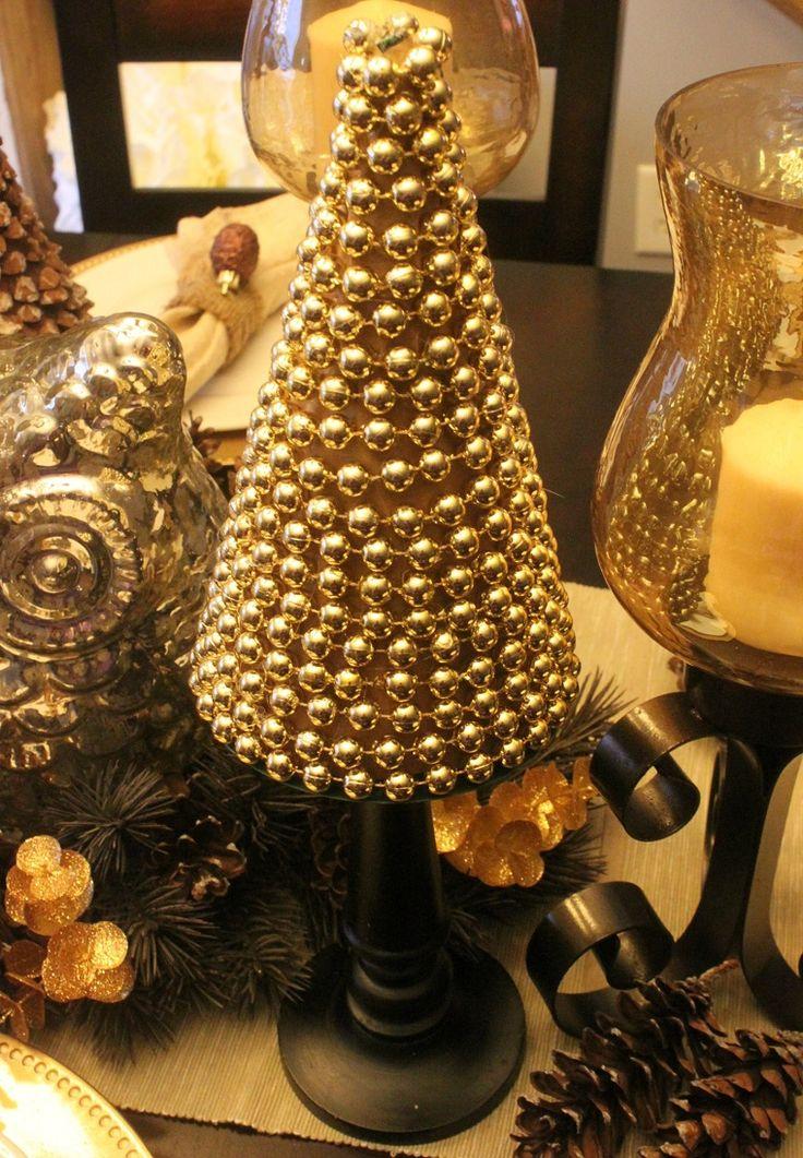 Rbol de navidad peque o de color oro para decorar la mesa for Arbol de navidad pequeno