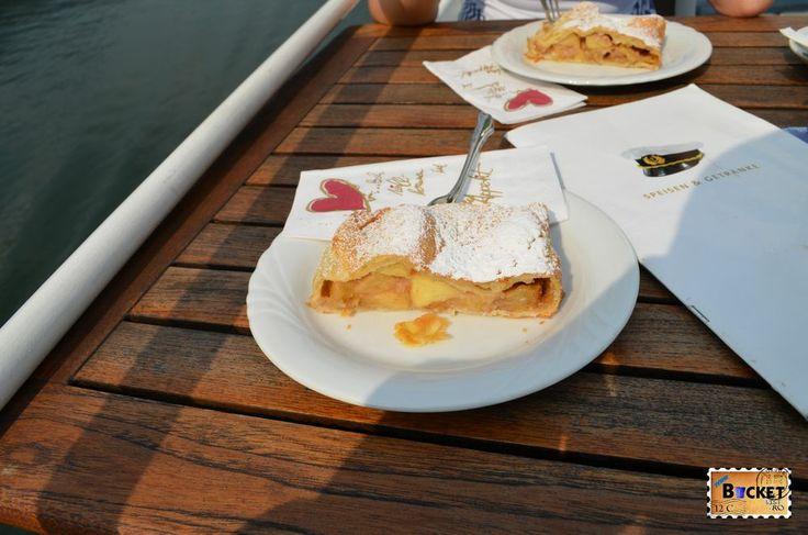 Strudel cu mere http://www.bucketlist.ro/plimbare-pe-lacul-zell-din-statiunea-zell-see/