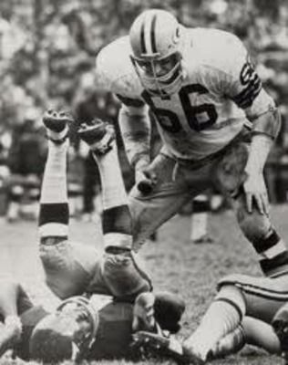 Green Bay's Ray Nitschke just put a hurt on someone.