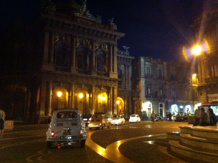 10º Meeting Etneo Fiat 500,presso Catania Piazza Vincenzo Bellini Teatro Massimo