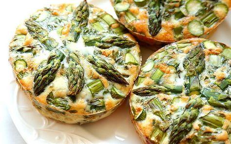 Zapiekanka z jajek i zielonych szparagów