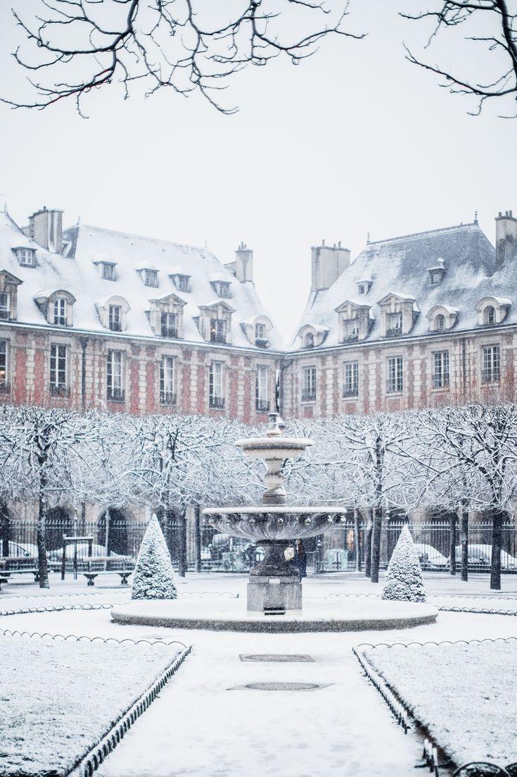 Paris, France , place des Vosges sous la neige.... #francetravel #travelphotography #paristravel