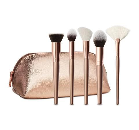 Description Exclusively at Morphe! LIMITED-EDITION HOLIDAY COLLECTION Meet 5 essential synthetic and natural face brushes that have you covered in creating your next hot look.COLLECTION INCLUDES: Pro Flat Buffer Brush: Skip the photo filter when you have this dense, kabuki-style buffing brush. Deluxe Pointed Contour Brush: Define those fine, fine features of yours with this sleek, tapered brush. Deluxe Angle Brush: Cheek it out with this blush brush for precise, controlled applicati...