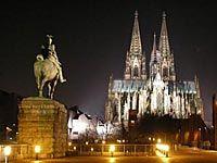 Кёльнский собор - готический собор в Кёльне (Германия), объект всемирного культурного наследия ЮНЕСКО. Занимает третье место в списке самых высоких церквей мира...