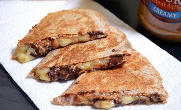 Pour le dessert, le petit déjeuner ou le dîner, le beurre de cacahuète s'invite à tous les repas. Focus : quesadillas ou panini au beurre de cacahuètes  © budgetbytes