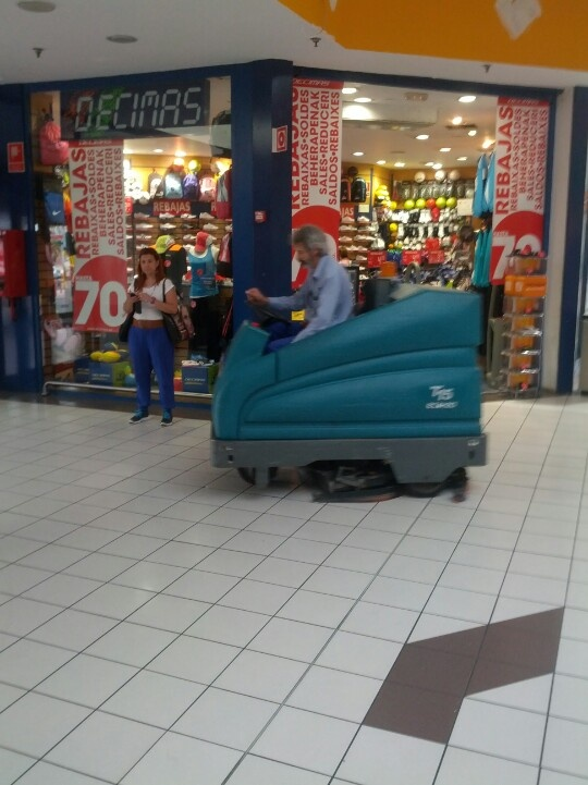 T15 ech2O Carrefour Alcobendas #Lavapavimenti #Retail