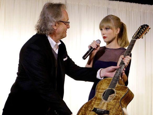 Taylor Swift acaba de inaugurar su propio centro educativo en Tennessee. La cantante cortó la cinta de este centro ubicado en el Museo y Salón de la Fama de Música country de Tennessee.