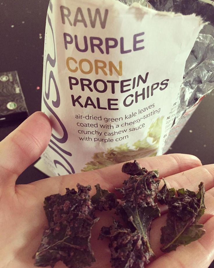 Kale chips! ���� Los encontré en @aldeanativa a CLP$2.000 Delicioso snack si quieres algo listo y rápido, pero es mejor si los preparas tu mismo! Kale+Sprayoil+Seasalt y al horno!�� Deli deli!����#kale #kalechips #weightlossmotivation #weightloss #weightlossjourney #sugarfree #snack #fat #bingeeating #hambre #food #nutricion #nutrition #healthy #vidasana #vidasaludable #green #vegetarian #psicologiadelhambre http://w3food.com/ipost/1503135713444758850/?code=BTcNfepFAVC