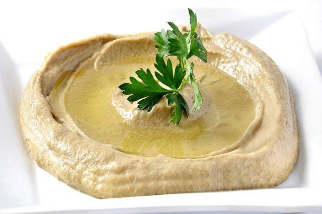 Prueba este Hummus de berenjena y disfruta de su rico sabor   #HummusDeBerenjena #Hummus #Muttabal #RecetaDeHummus #Berenjena #Aperitivos #RecetasVegetarianas #CocinaVegetariana #AperitivosVegetarianos