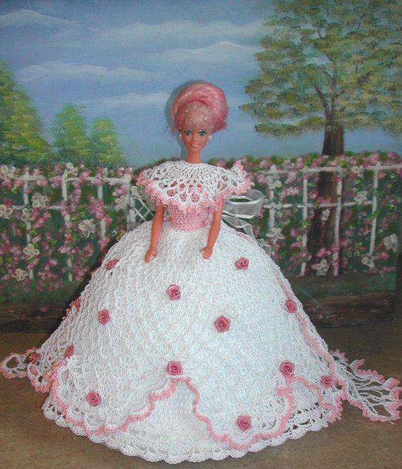 (1) gehaakte FASHION 402 ROSE BUD prinses #1 voor 11 1/2 Fashion Dolls zoals Barbie-origineel ontwerp van ICS originele ontwerpen - zorg met #10 gehaakte draad.  Als u zou willen hebben van de patronen per e-mail naar u gestuurd in plaats van gemaild verzendkosten zullen worden vrij maar laat het me weten met uw betaling dat dit is wat je wilt.  Kopers buiten USA-patronen zijn beschikbaar via E-mail alleen  DEZE PATRONEN ZIJN ALLEEN VOOR PERSOONLIJK GEBRUIK EN NIET VOOR WEDERVERKOOP. U MAG…