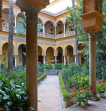 Las Dueñas es un edificio situado en la ciudad española de Sevilla, en Andalucía, que pertenece en propiedad a la Casa de Alba.