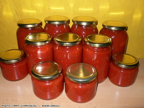 Φτιάξτε σπιτική σάλτσα ντομάτας σε βάζα και διατηρήστε την μυρωδάτη για το χειμώνα ώστε να μη χρειαστεί να αγοράσετε!