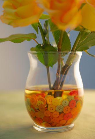 Such a cute idea.: Decor, Buttons Flowers, Flowers Arrangements, Cute Ideas, Centerpieces, Diy, Vase Fillers, Baby Shower