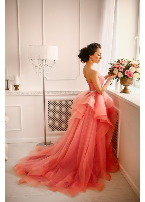 Make them sway on the dance floor and flow down the aisle, ruffled wedding gowns are full of charm and girlish appeal. Let's have a look at some favorites!