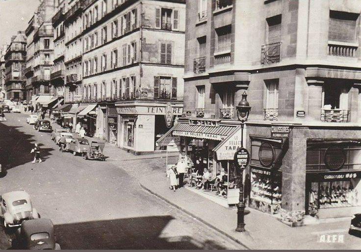 La rue des Martyrs au niveau du square Trudaine, vers 1960  (Paris 9ème/18ème)