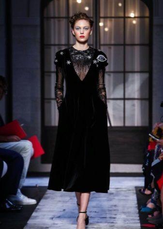 Бархатное платье с прозрачными рукавами